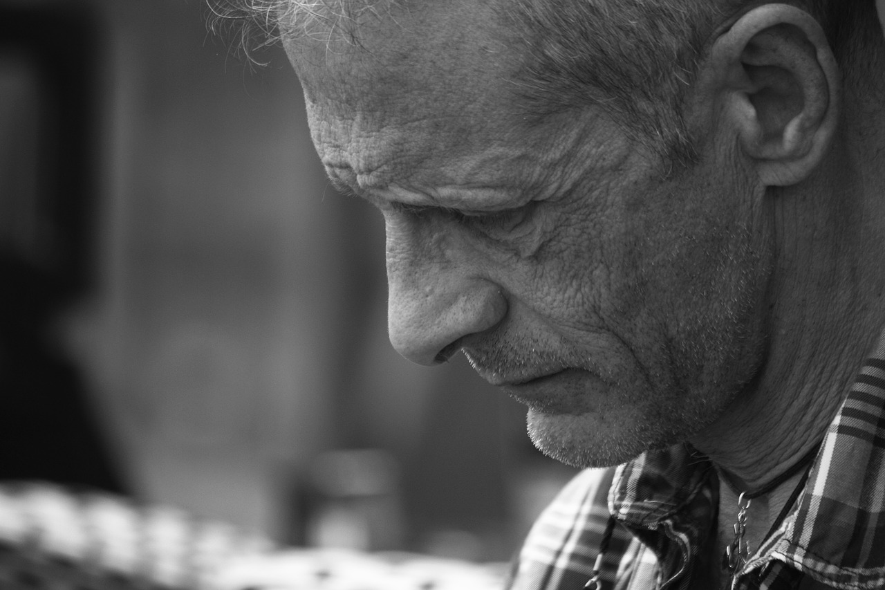 Que dit la loi sur les mauvais traitements des personnes âgées?