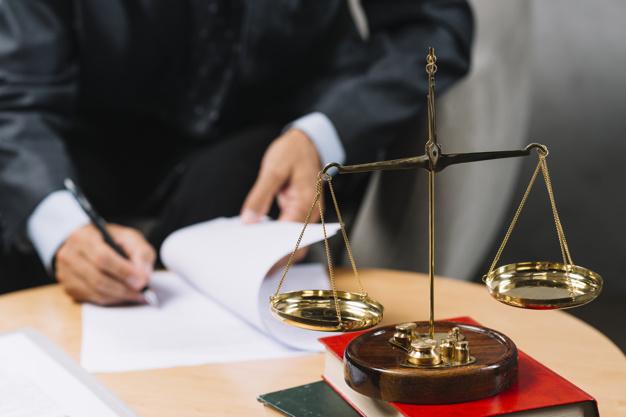 Les critiques et les cotes en ligne pour les avocats